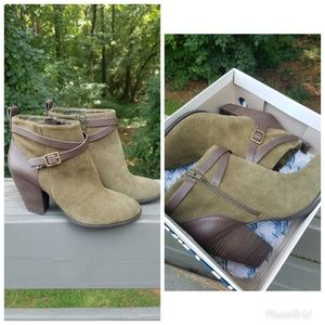 Lucky Brand yustina dark olive suede booties
